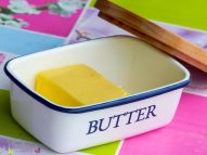[Shorty] Die klassische Butterdose am Frühstückstisch