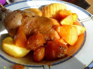Hähnchenschenkel mit Würzglasur und Rosmarinkartoffeln Rezept