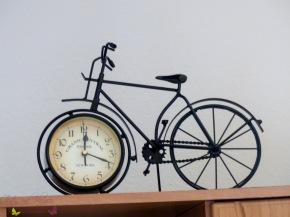 [Shorty] Vintage Deko und Standuhr in einem – dieFahrrad-Uhr