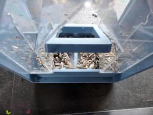 Die Reinigung des emsa Vogelfutter-Silos