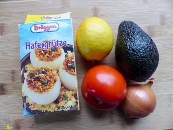 Salat aus Hafergrützel mit Avocado und Fisch