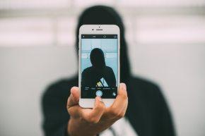 Selfies ungeschminkt – Leben für dieLikes