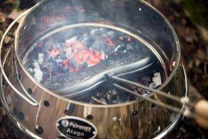 Der Alleskönner von Petromax: Kochen, Grillen, Feuermachen mit dem Petromax Atago Burgereisen