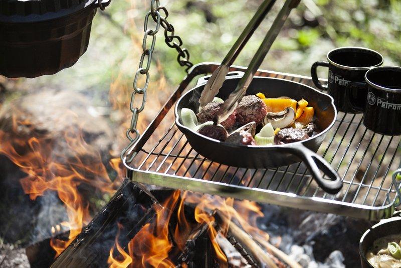 Die Petromax Feuerbrücke: Kochen wie im Wilden Westen